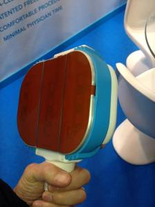 The flat profile of the treating cooling plates of the new Coolsmooth handpiece.
